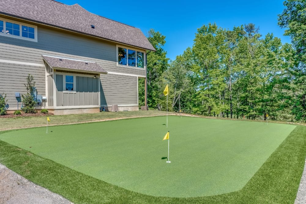 Oster Golf Houses – Putting Green